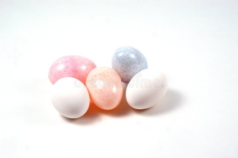 Ovos plásticos e reais fotografia de stock
