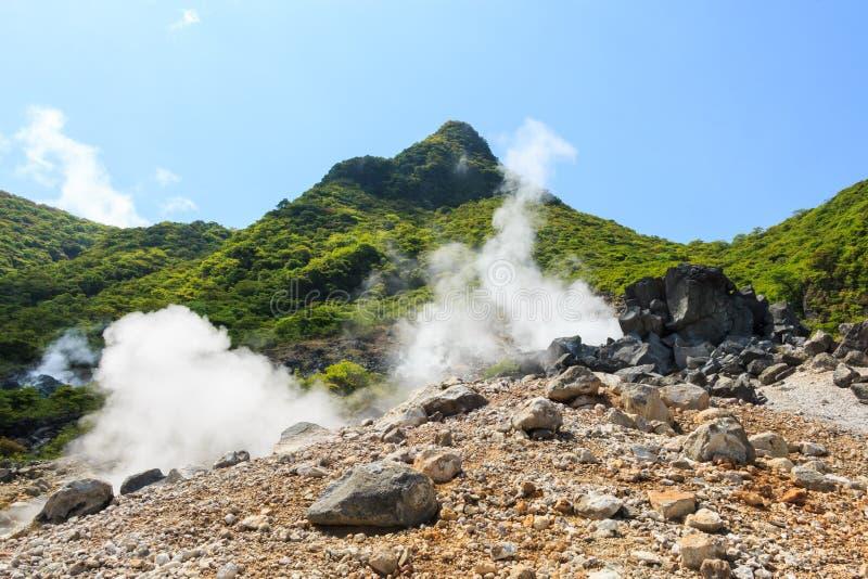 Owakudani谷(与活跃硫磺和热的s的火山的谷 库存图片