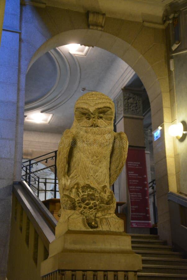 Owl Statue do grande salão fotografia de stock