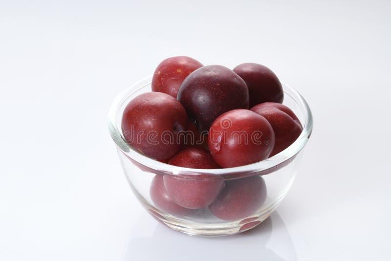 Owoc: Świezi Czerwoni pióropusze na Białym tle obrazy royalty free