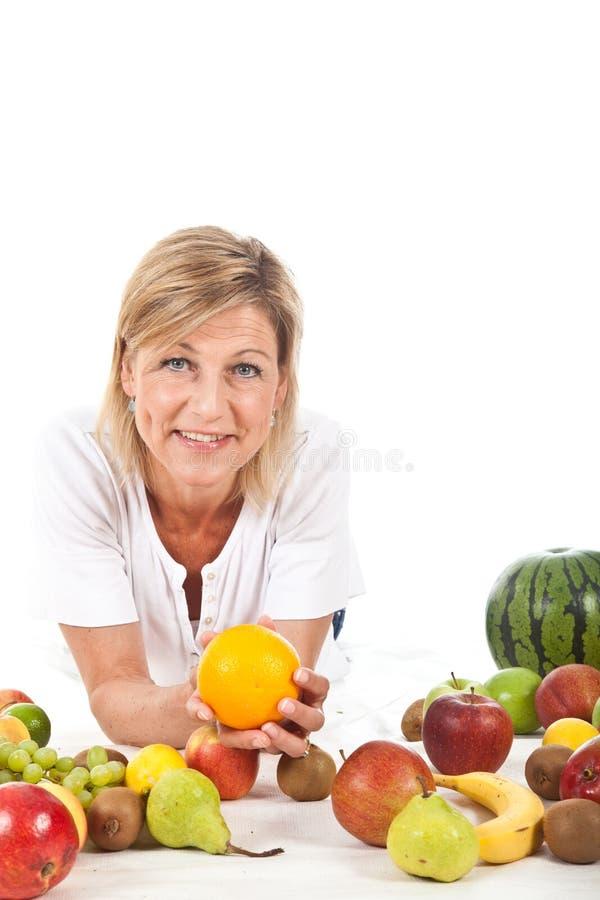 Owoc i blond śliczna kobieta obraz royalty free