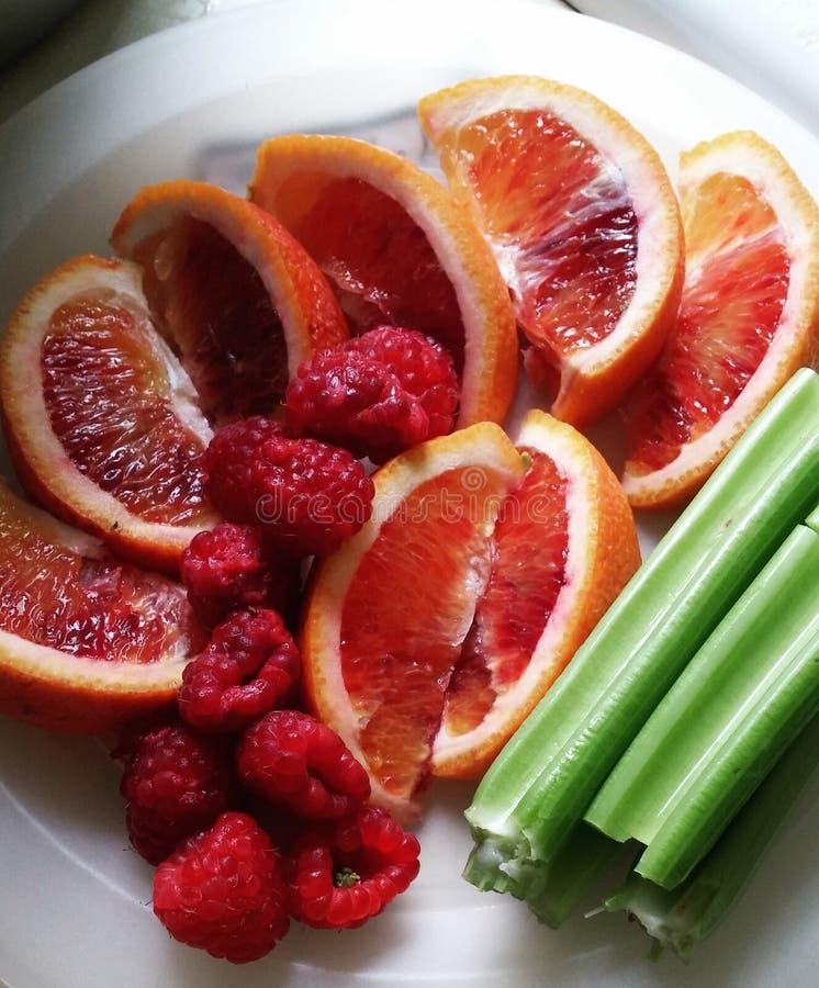 Owoc i Veggie talerz zdjęcie stock