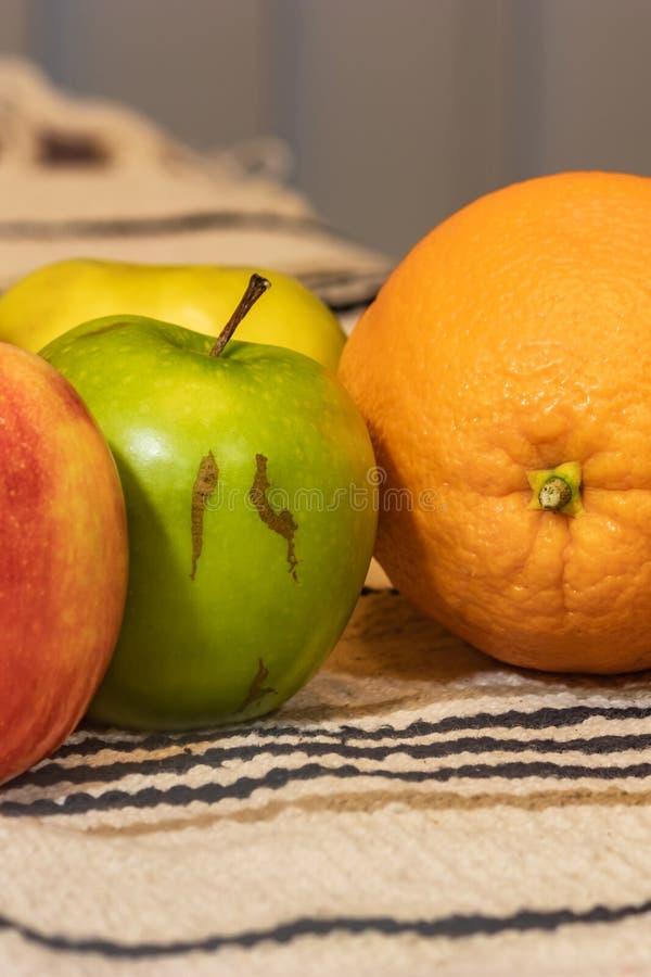 Owoc na stołowym płótnie fotografia royalty free