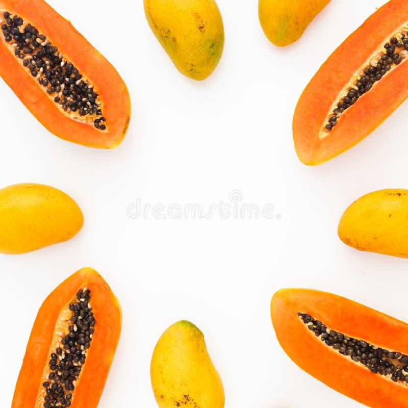 Owoc rama melonowa i mango owoc na białym tle Mieszkanie nieatutowy Odgórny widok Tropikalnej owoc pojęcie fotografia royalty free