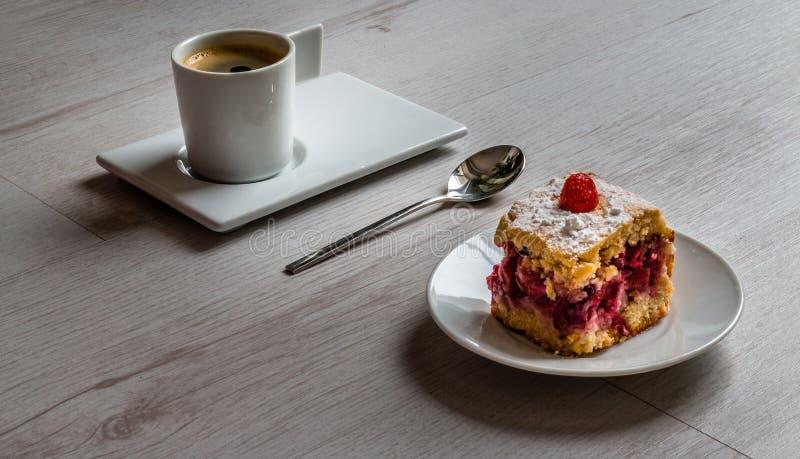 Owoc tort z filiżanką kawy espresso kawa zdjęcie stock
