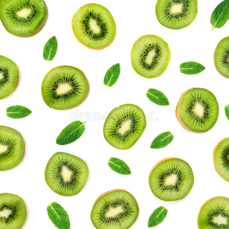 Owoc wzór - Kreatywnie układ robić kiwi owoc i peppermi fotografia stock