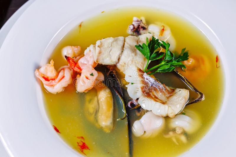 Owoce morza gęsta zupa rybna zdjęcia royalty free