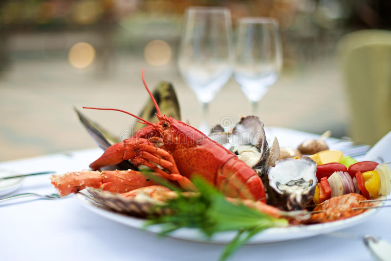 Owoce morza homar na stole obraz royalty free