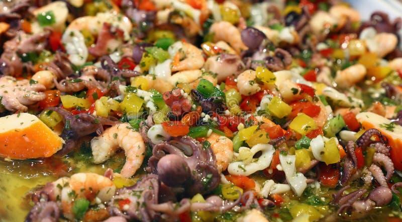 Owoce morza i świeżych warzyw sałatki zakończenie up obraz stock