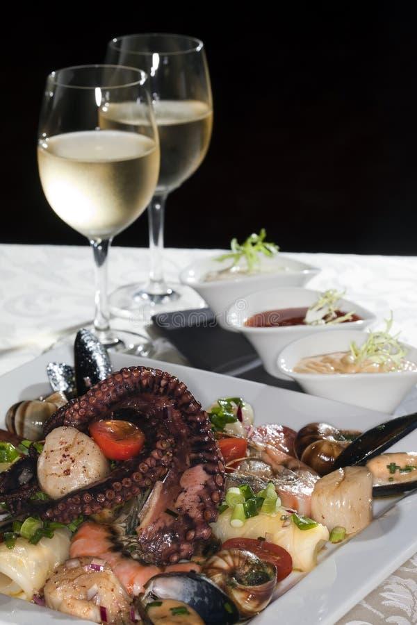Owoce morza i biały wino zdjęcie royalty free