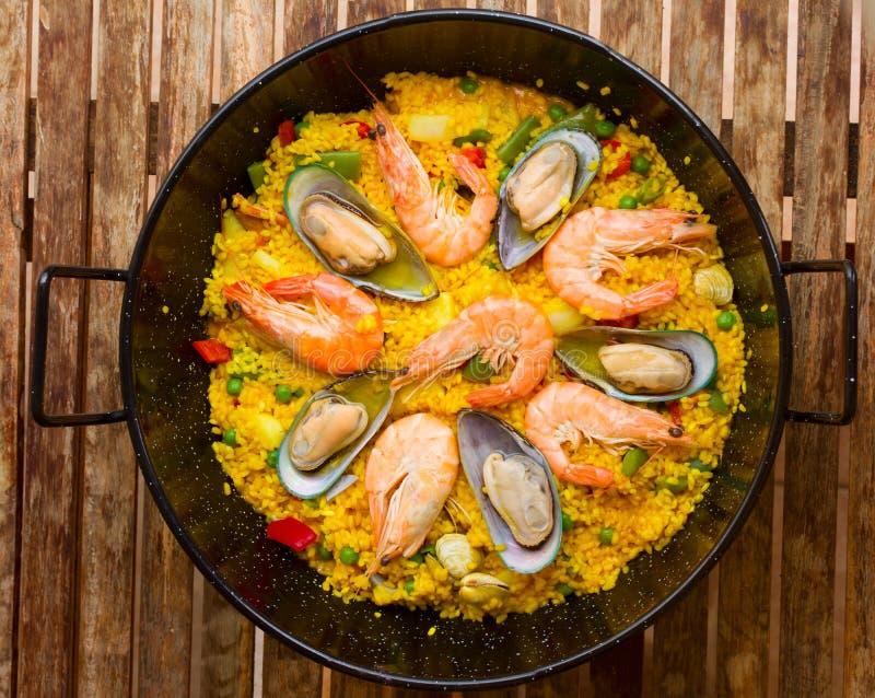 Owoce morza Paella - tradycyjny hiszpański naczynie obraz stock