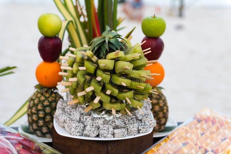 Owocowa dekoracja dla obiadowego przyjęcia fotografia royalty free
