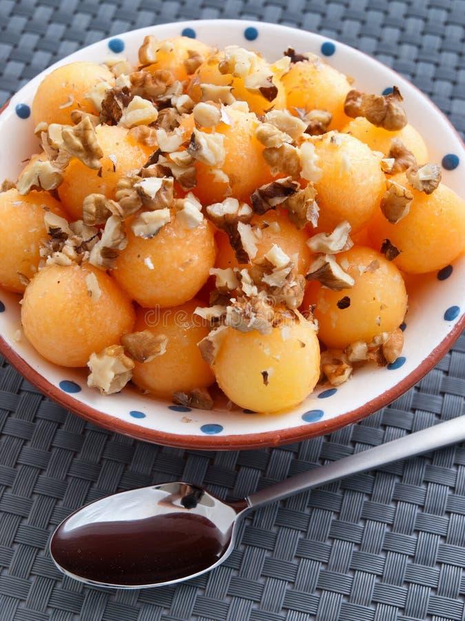 Owocowa sałatka z orzechami włoskimi obraz stock