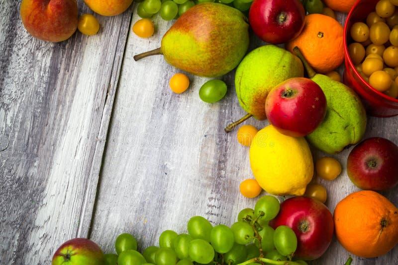 Owocowego tło rocznika jesieni jedzenia drewniana natura zdjęcie royalty free
