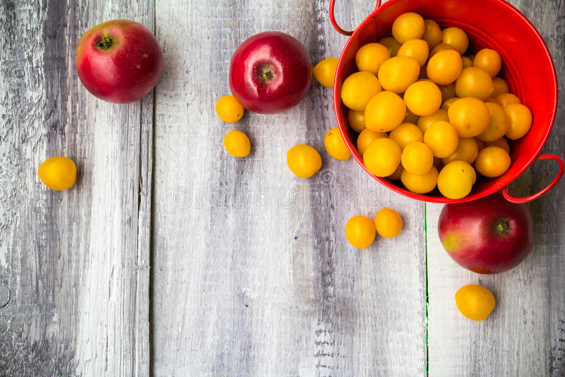 Owocowego tło rocznika jesieni jedzenia drewniana natura fotografia stock