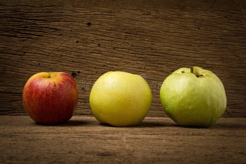 owocowy światła ruchu pojęcie jabłczanego tła odosobniony czerwony biel chiński bonkreta kolor żółty gua fotografia royalty free