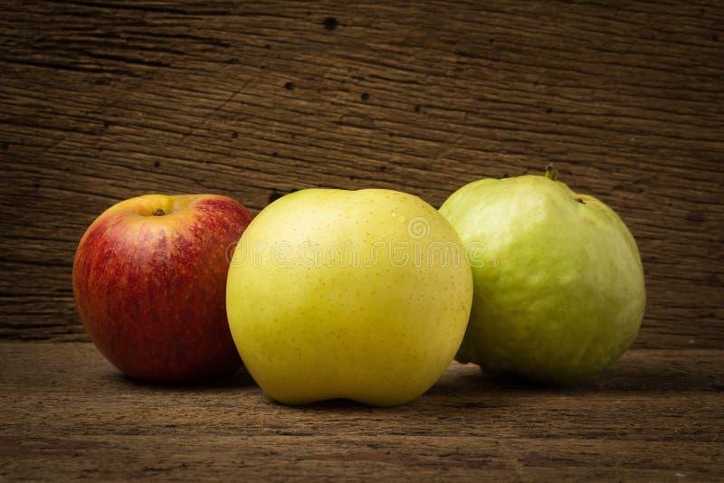 owocowy światła ruchu pojęcie jabłczanego tła odosobniony czerwony biel chiński bonkreta kolor żółty gua zdjęcie royalty free