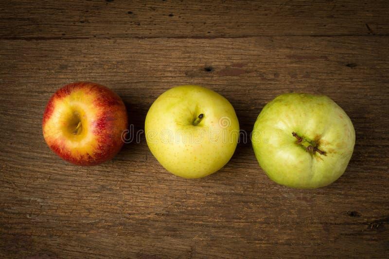 owocowy światła ruchu pojęcie jabłczanego tła odosobniony czerwony biel chiński bonkreta kolor żółty gua fotografia stock