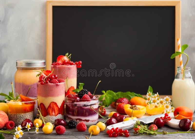 Owocowy jagodowy smoothie obraz royalty free