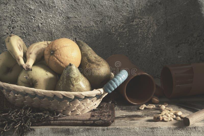 Owocowy kosz zdjęcia stock