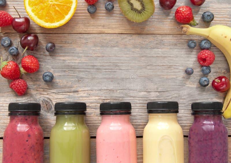 Owocowy smoothies tło z przestrzenią zdjęcie stock