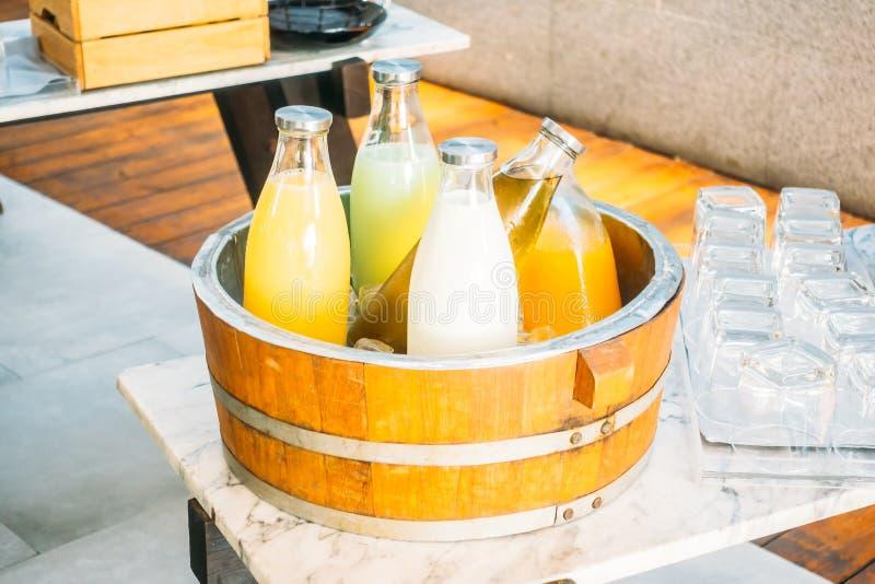 Owocowy sok i mleko obrazy stock