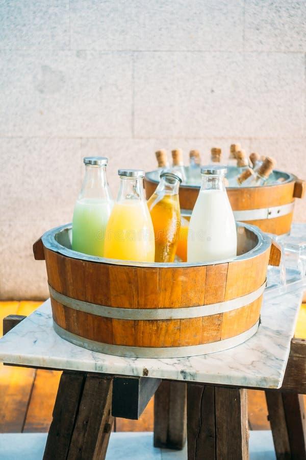 Owocowy sok i mleko zdjęcia stock