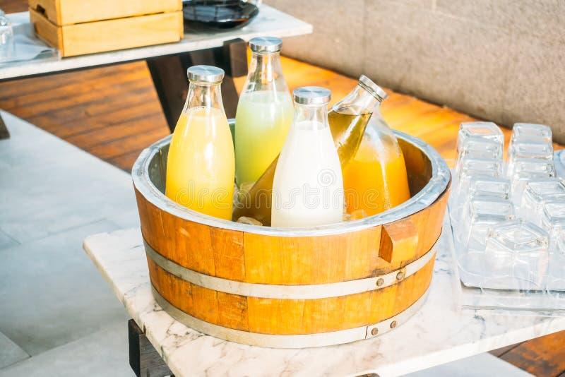 Owocowy sok i mleko zdjęcie royalty free
