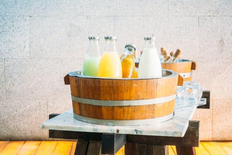 Owocowy sok i mleko zdjęcia royalty free