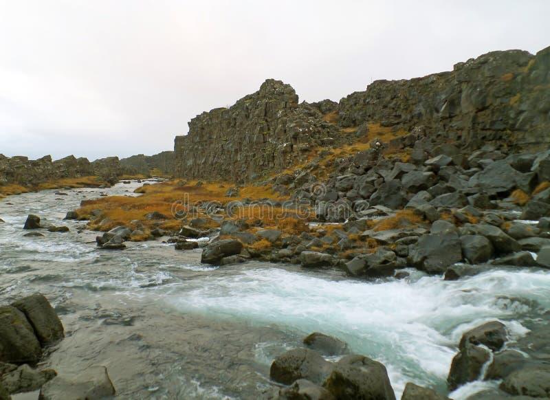 Oxara rzeka w Thingvellir parku narodowym, Złoty okrąg, południowy region Iceland zdjęcie royalty free