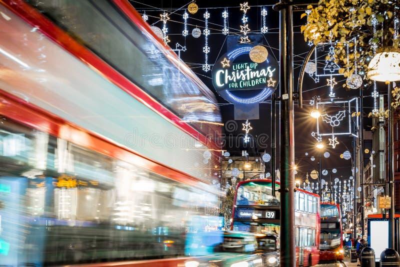 Oxford gata i jultid, London royaltyfri bild