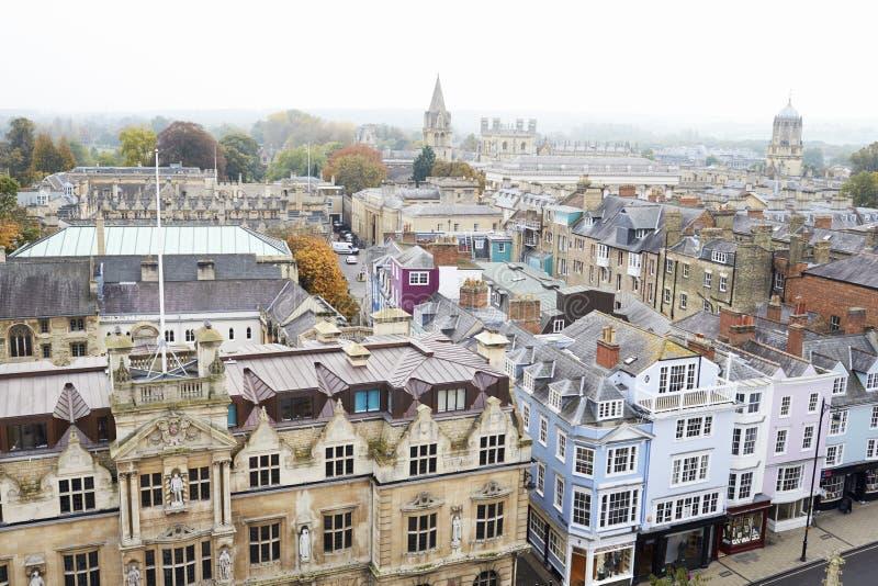 OXFORD HET UK 26 OKTOBER 2016: Luchtmening die van de Stad van Oxford Universiteitsgebouwen en Spitsen tonen stock foto