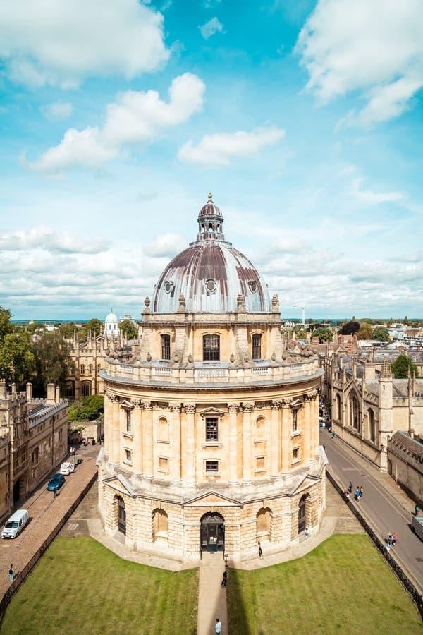 OXFORD, REGNO UNITO - 29 AGO 2019 - Elevata vista di Radcliffe Camera e degli edifici circostanti, Oxford, Oxford, Inghilterra immagine stock