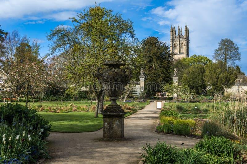 Oxford, Reino Unido - 30 de abril de 2016: Universidade de jardins botânicos de Oxford imagens de stock royalty free