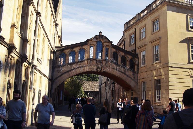 Oxford, Reino Unido 13 de octubre de 2018 - puente de Hertford más conocido como el puente de suspiros imagen de archivo