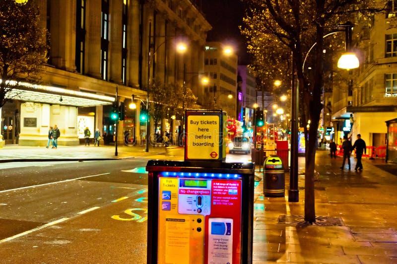 Oxford-Straßennachtansicht in London, Großbritannien stockfoto