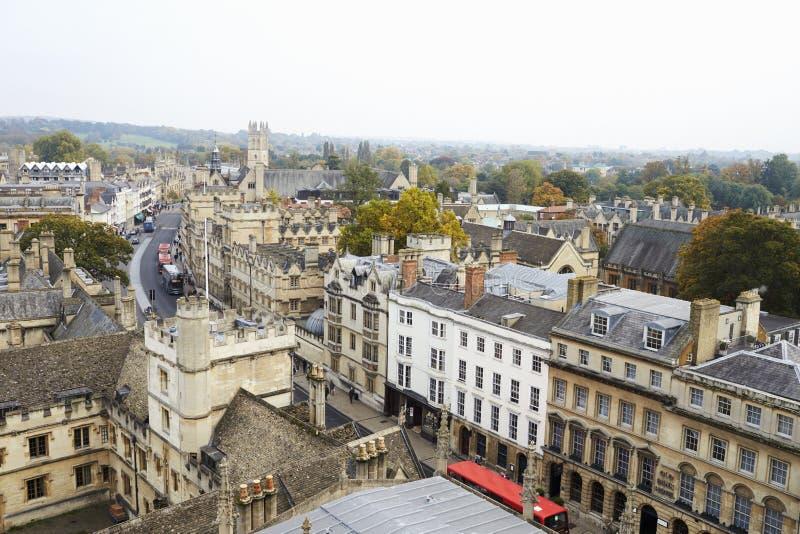 OXFORD/UK PAŹDZIERNIK 26 2016: Widok Z Lotu Ptaka Pokazuje szkół wyższa iglicy I budynki Oksfordzki miasto obrazy stock