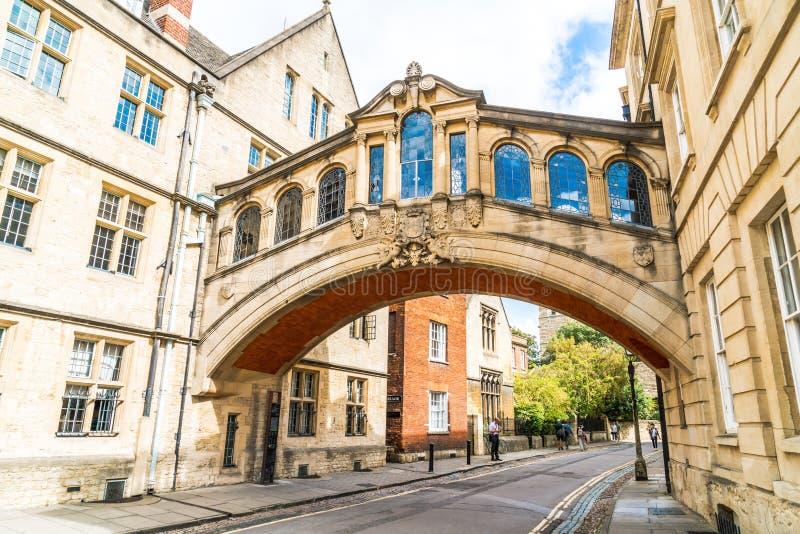OXFORD, ZJEDNOCZONE KRÓLESTWO - AUG 29 2019 : Most Sighs łączący dwa budynki w Hertford College fotografia royalty free