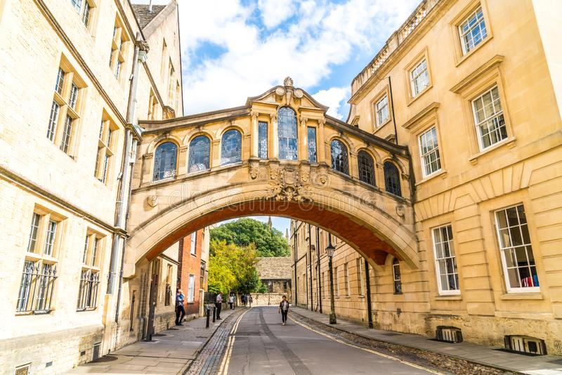 OXFORD, ZJEDNOCZONE KRÓLESTWO - AUG 29 2019 : Most Sighs łączący dwa budynki w Hertford College zdjęcia royalty free