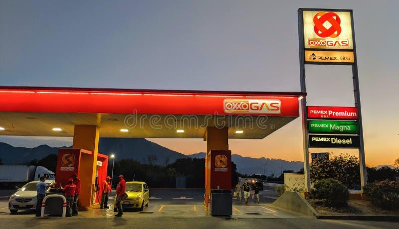 Oxxo加油站蒙特雷墨西哥 库存照片