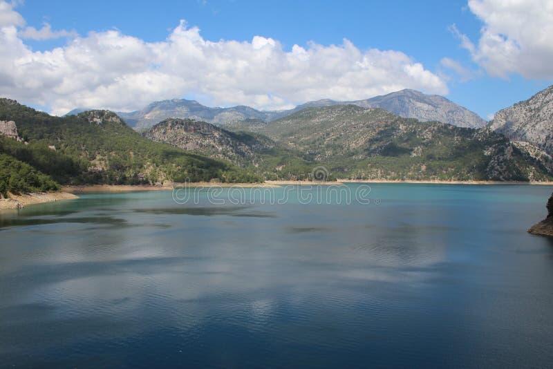 Oymapinar Baraji - Groen Meer stock afbeelding