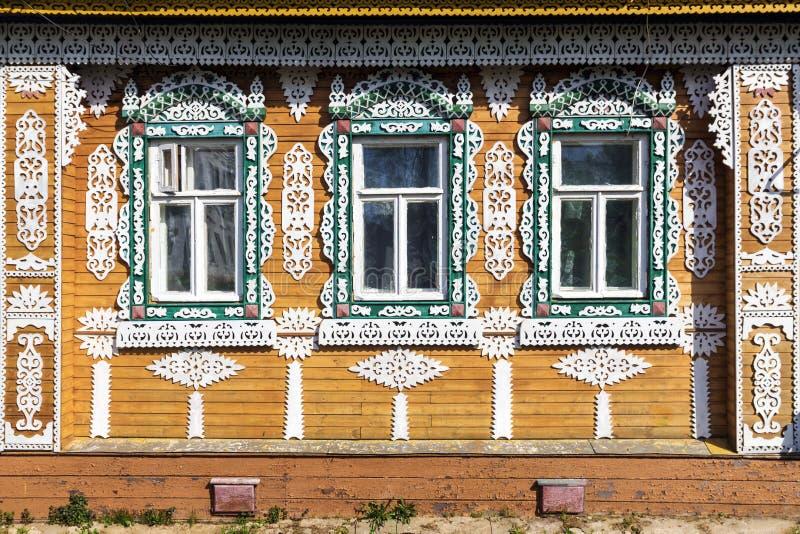 Ozdobna fasada Rosyjski drewniany dom zdjęcie stock