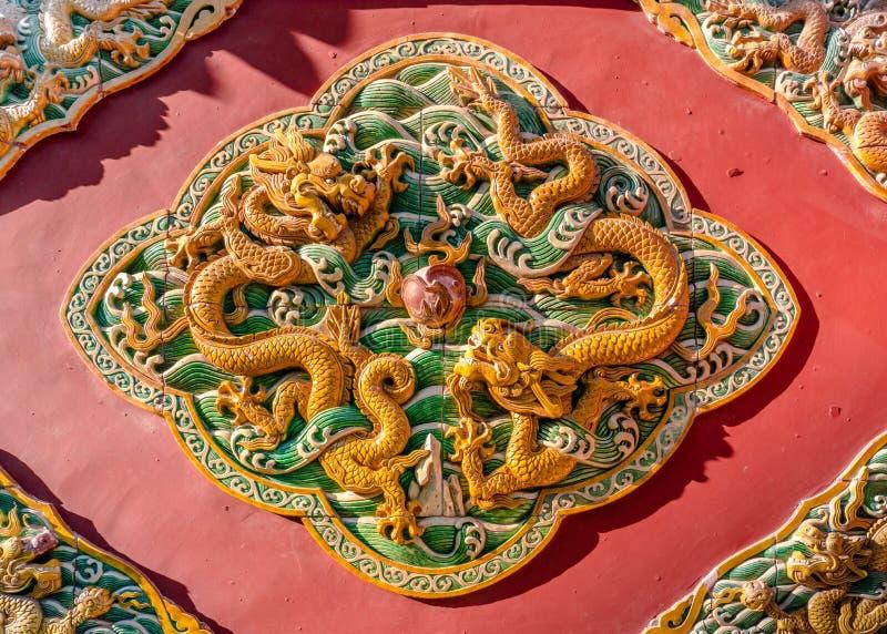 Ozdobny ceramiczny ścienny ornament w Niedozwolonym mieście Pekin Chiny fotografia royalty free
