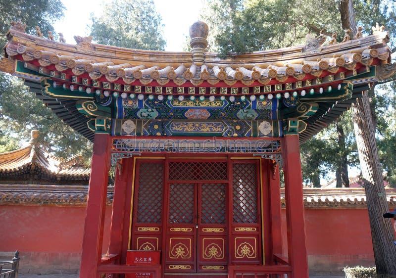 Ozdobny malujący dach na budynku w Niedozwolonym mieście w Pekin obrazy royalty free