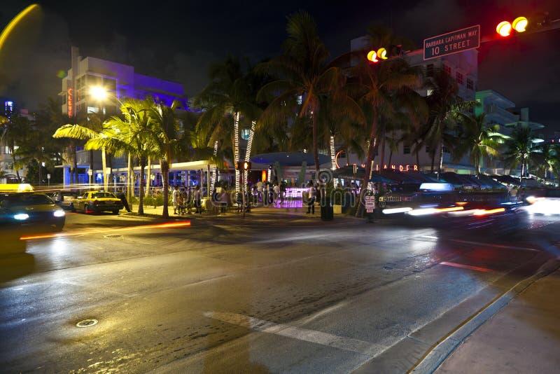 Ozean-Antrieb im Miami Beach nachts stockbild