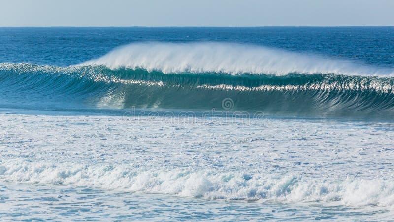 Ozean-Blau-Wellen-Wand-Spray-Wind-Spray lizenzfreie stockfotos