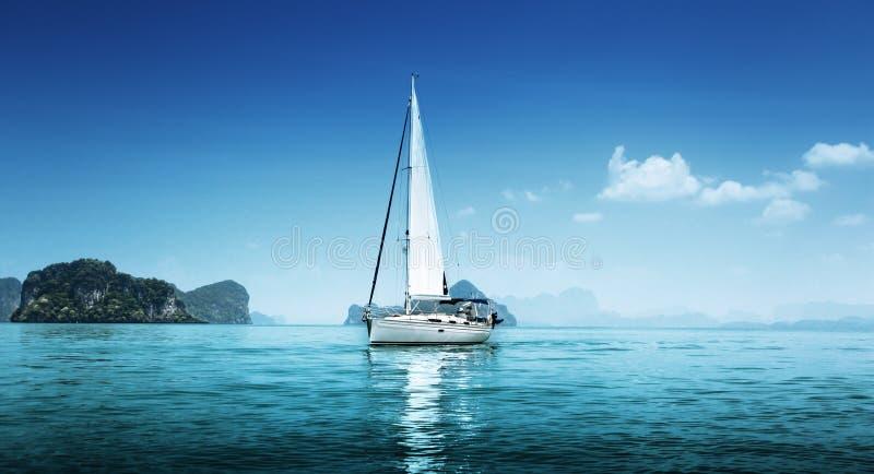 Ozean des blauen Wassers stockfotos