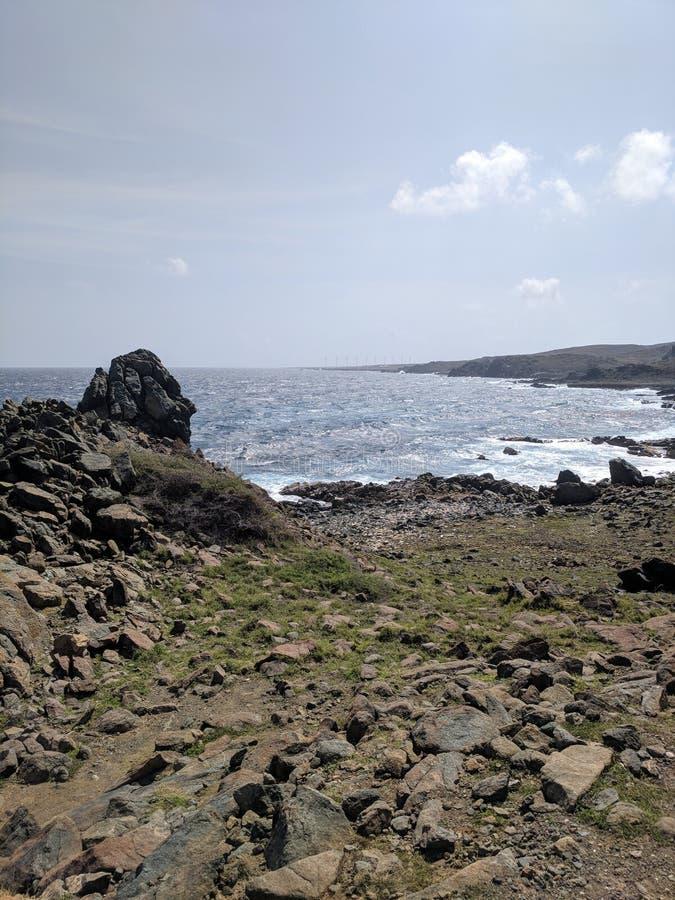 Ozean durch die Küste stockbilder
