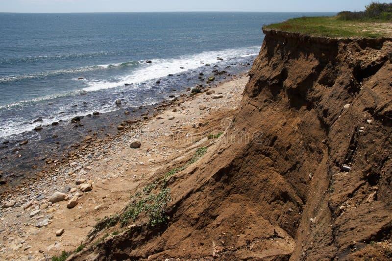 Ozean-Klippen-Abhang lizenzfreie stockfotos