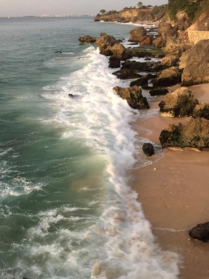 Ozean in Stange Balis Rockbar stockfotografie